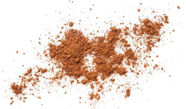 Stapel kakaopulver isoliert. ansicht von oben