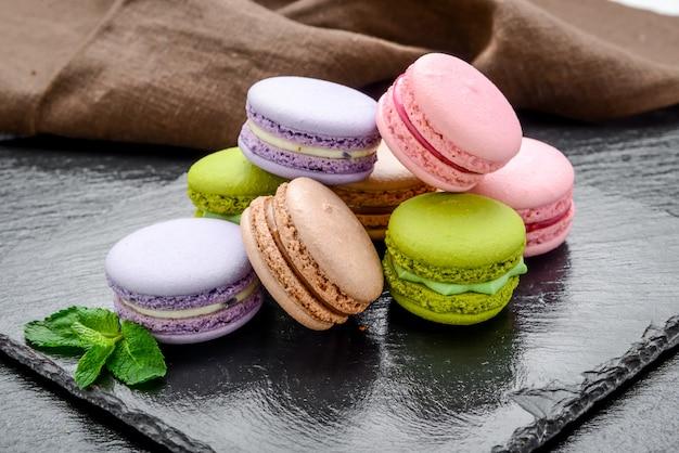 Stapel macarons, makronen französischer keks
