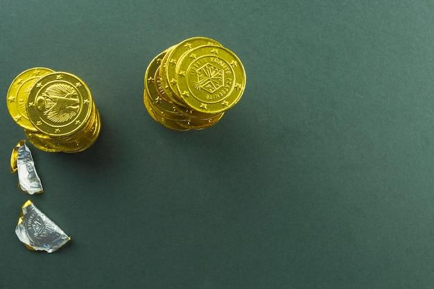 Stapel schokoladenmünzen