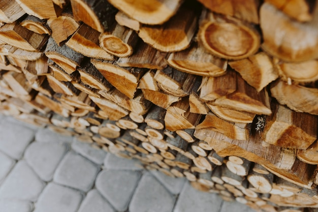 Stapel strukturierter hintergrund des brennholzes