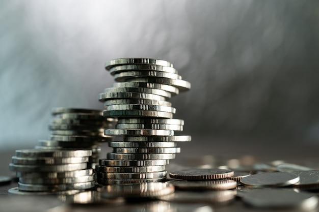 Stapel verschiedener münzen