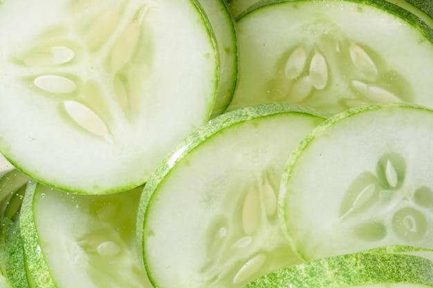 Stapel von grünen cucomber scheiben, abschluss oben