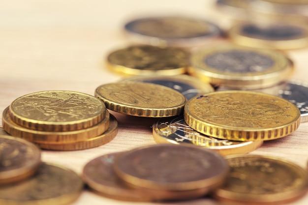 Stapel von münzen.