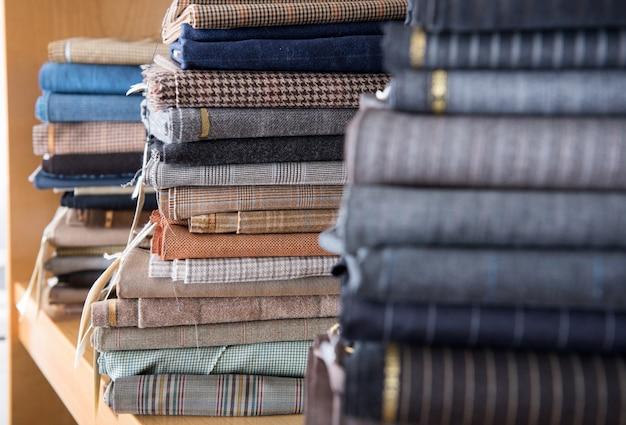 Stapel von textilien in nahaufnahme