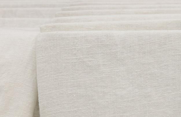 Stapel weißes baumwollgewebe im futter