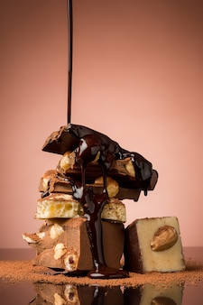 Stapel zerbrochener schokolade