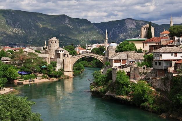 Stari most - die alte brücke in mostar, bosnien und herzegowina