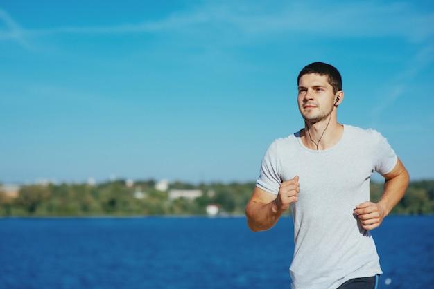 Starker attraktiver läufer