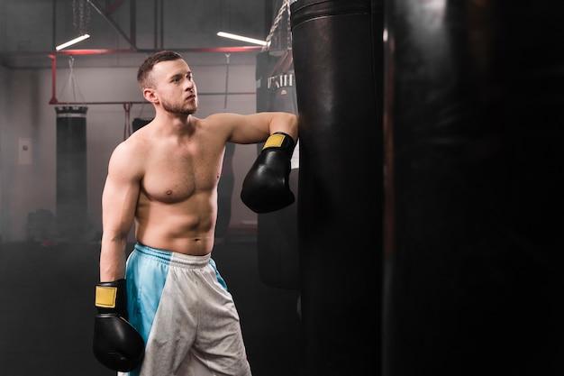 Starkes boxertraining für männer