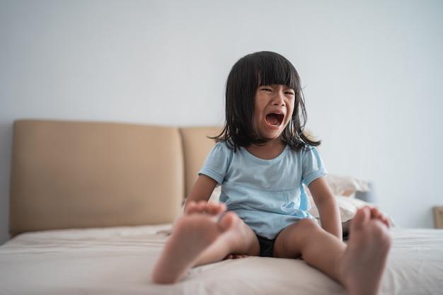 Starkes schreien aufgrund eines wutanfalls