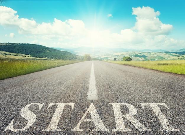 Start road of career-konzept der unternehmensgründung