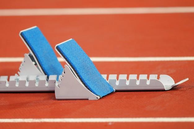 Startrampen für läufer im leichtathletikstadion