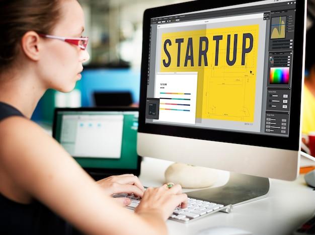 Startup kreatives design architektur technologiekonzept