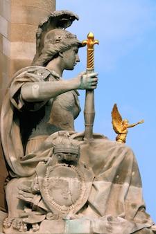 Statue an der alexanderbrücke paris