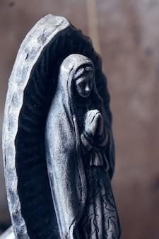 Statue der jungfrau von guadalupe