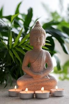 Statue des buddha, der in der meditation sitzt