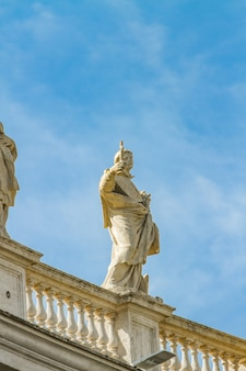 Statue vom st. peter platz in vatikan
