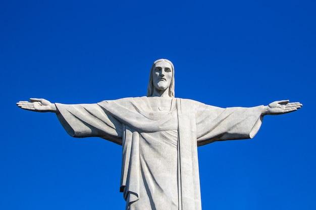 Statue von christus dem erlöser in rio de janeiro, brasilien