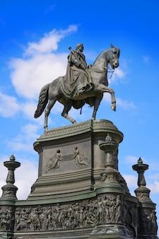 Statue von könig johann am theaterplatz von dresden