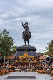 Statue von könig taksin bei wat huay mongkol hua hin