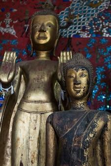 Statuen im tempel, tempel wat xieng thong, luang prabang, laos