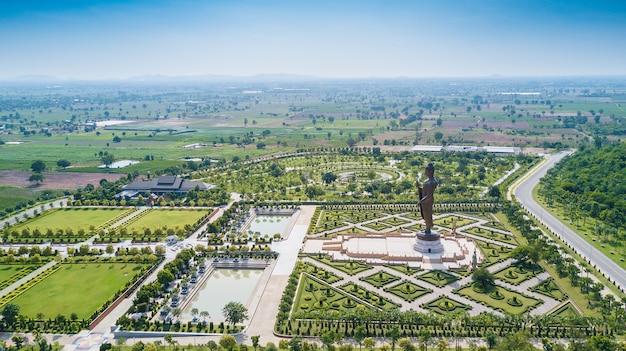Statuen von buddha im wat thipsukhontharam