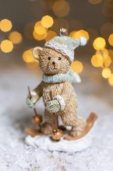 Statuette eines teddybärskifahrens