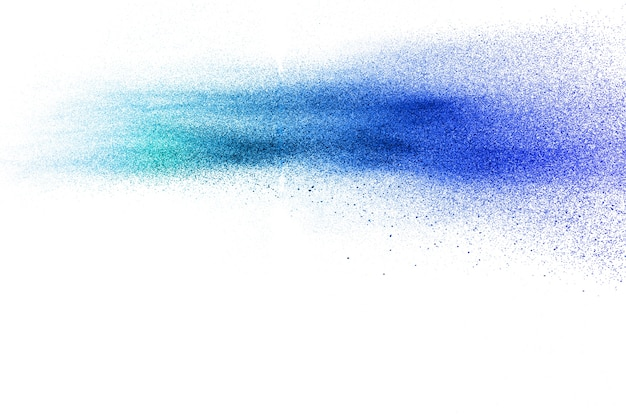Staubpartikel der blauen farbe spritzen auf weißem hintergrund.