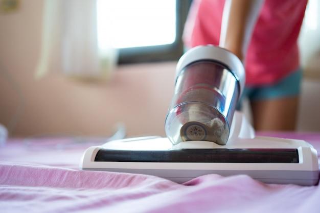 Staubsauger und keimtötende hausstaubmilben mit uv-licht reinigen