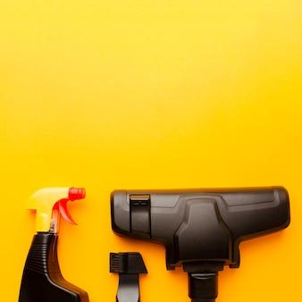 Staubsauger und sprühflasche