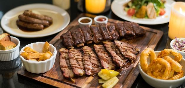 Steak auf dem tisch, luxusessen