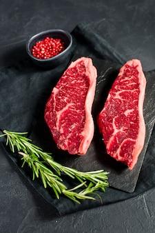 Steak aus marmoriertem rindfleisch schwarz angus