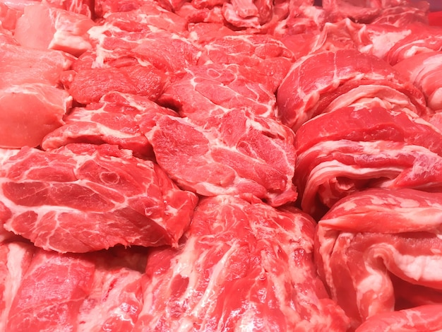 Steaks aus rind- und schweinefleisch rotem fleisch im markt