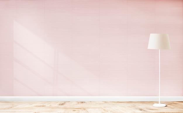 Stehende lampe in einem rosa raum