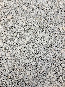 Stein hintergrund. kies kieselsteine nahtlose textur, marmor. dunkler hintergrund aus zerkleinertem granitkies, nahaufnahme.