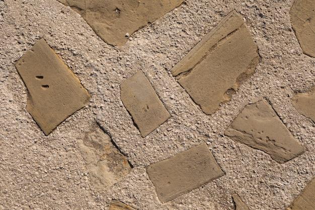 Steinbeschaffenheitswand, hausrenovierung und innenarchitekturhintergrund. steinweg am strand. selektiver fokus