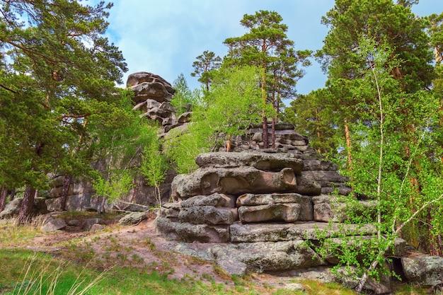 Steinblöcke, die hügel im nationalen naturpark bilden