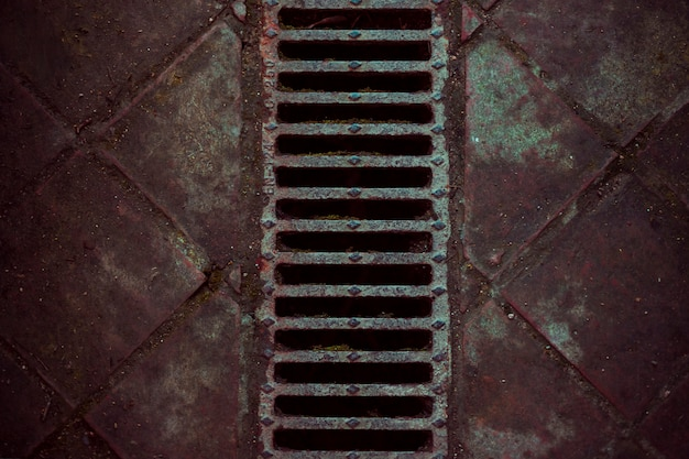 Steinboden mit abwasserkanal