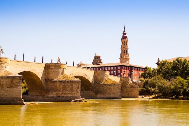 Steinbrücke in zaragoza. aragonien