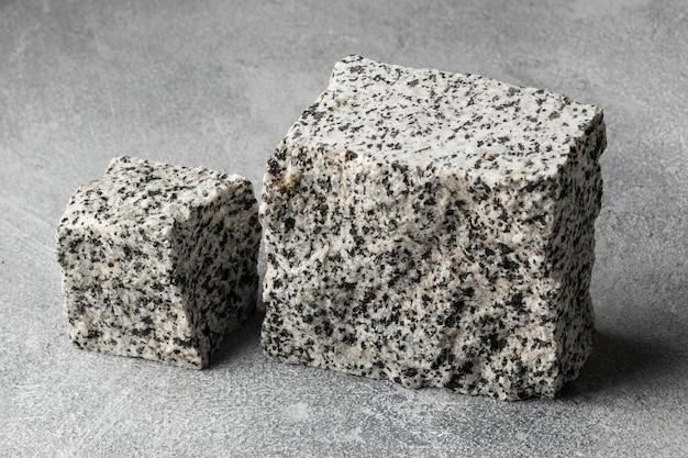 Steine auf dem tisch