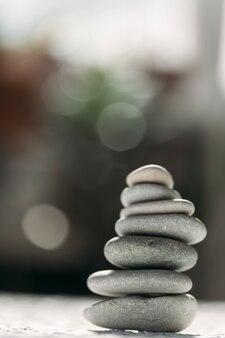 Steine gestapelt meditation und yoga