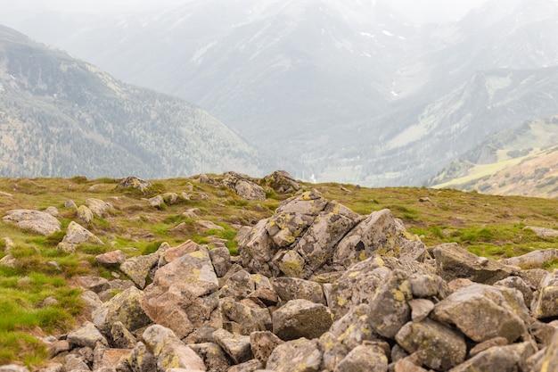 Steinlandschaft, leer stehend auf einem bergblick.