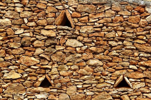 Steinmauer-dreieckfenster formentera