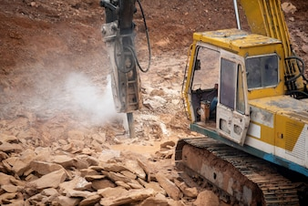 Steinpressenmaschine an der Baustelle