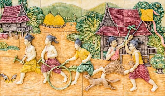 Steinschnitzerei der thailändischen kultur