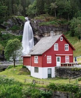Steinsdalsfossen - wasserfälle in norwegen