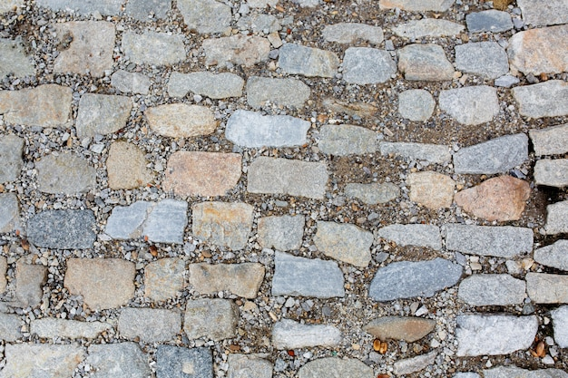Steinstraßenbeschaffenheit mit kies. nahaufnahme