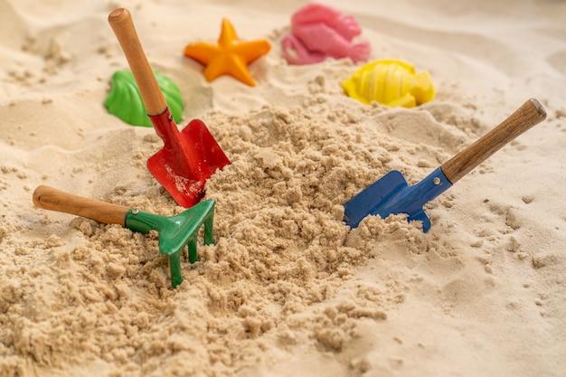 Stellen sie trowel rake shovel home garden beach toy auf sand
