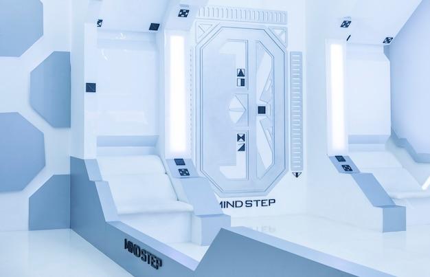 Steriler innenraum des hellweißen blauen futuristischen raumes