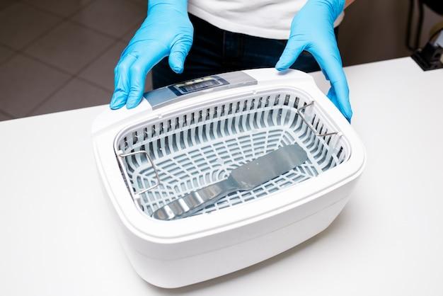 Sterilisator zur desinfektion von werkzeugen in medizin- und schönheitssalons.